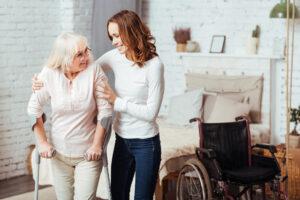 L'aide à la toilette d'une personne âgée : comment ça marche ?